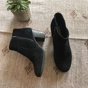 Clark's soft cushion black suede booties size 7.5